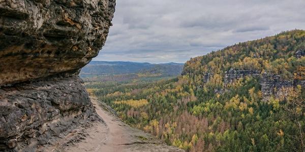 Der schmale Weg auf den letzten Metern vor der Idagrotte