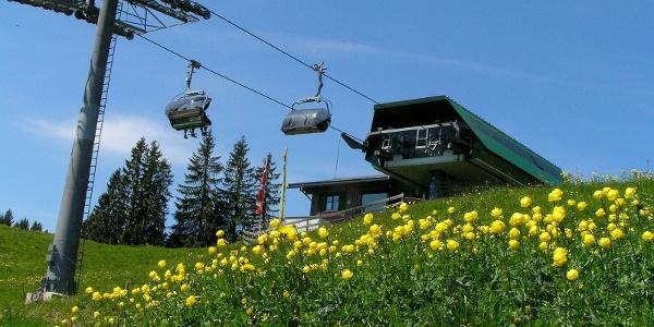 Bergstation des Weltcup Express am Ofterschwanger Horn