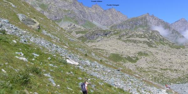Der Monviso Nordkamm. Unter der Punta Udine befindet sich das Rifugio Giacoletti. Der Hügel davor ist der Losas.