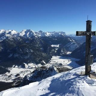 Grubhoerndlgipfel mit Blick auf das Berchtesgadenerland