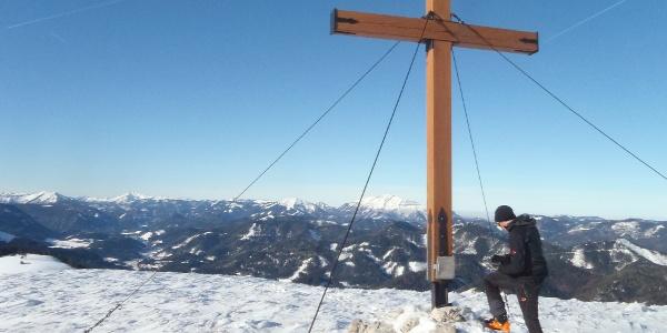 Gipfelkreuz mit Ausblick