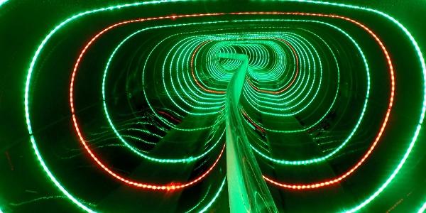 Doppelröhrenrutsche mit Lichteffekten