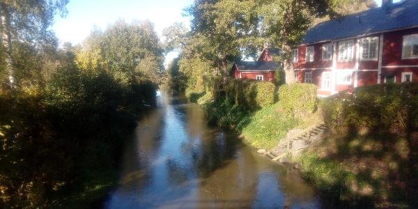 Bron över Vendelån som går ihop med Fyrisån nedanför Lena