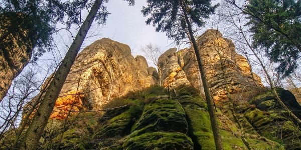Steil aufragende Felstürme kurz vor dem Schrammtor