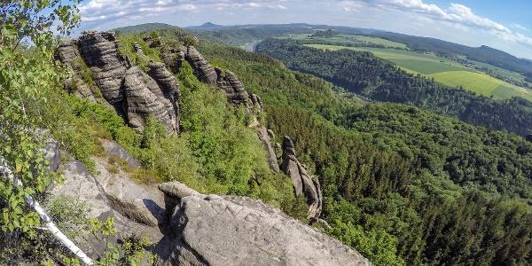 Blick von der Schrammsteinaussicht in Richtung Südosten