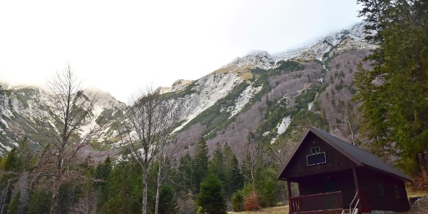 Hunting lodge on the Prodi Mountain pasture beneath Mt. Šija