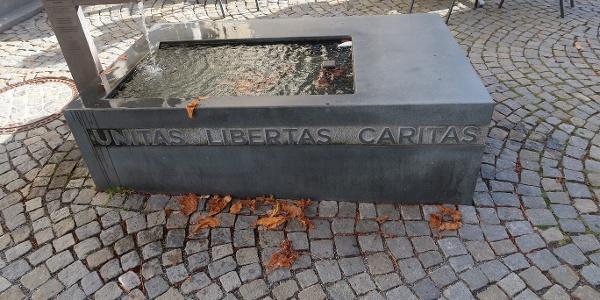 Brunnen Unitas Libertas Caritas