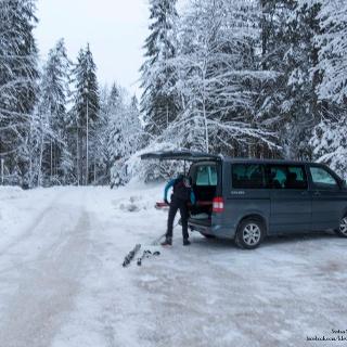 Nur direkt vom Parkplatz weg sehr wenig Schnee, dann OK