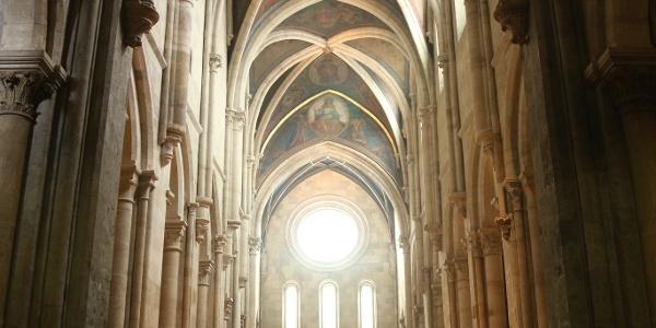 A bazilika hatalmas gótikus oszlopcsarnoka