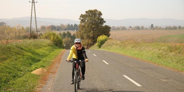 Ahol nincs bringaút, alacsony forgalmú utakon vezet a túra