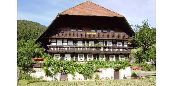 Frontansicht mit Balkon