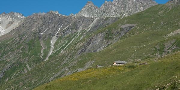 Blick auf die gigantische Berglandschaft