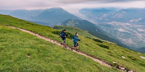 Vom Gipfel des Monte Stivo zur Hütte Prospero Marchetti