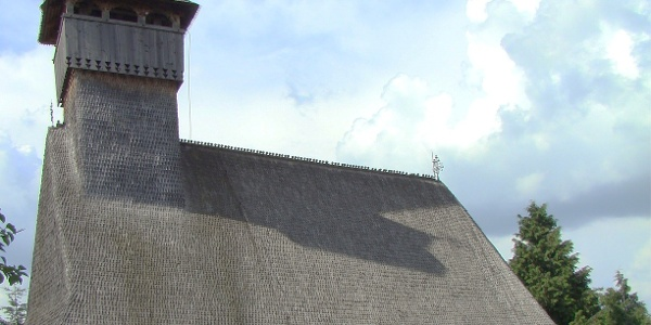 Biserica de lemn din Budeşti - Josani, fotografiată în iulie 2009