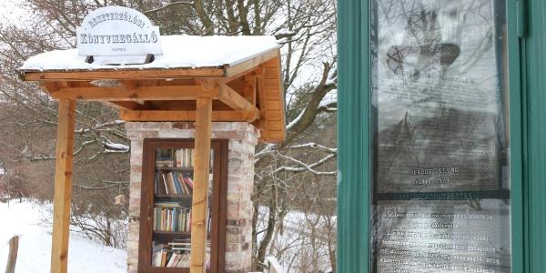 A telefonfülkében Örkény egyperceseket lehet hallgatni, a könyvmegállóban megunt könyvedet cserélheted egy másikra