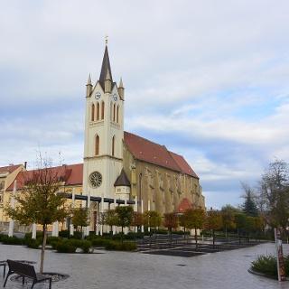 A Magyarok Nagyasszonya Plébániatemplom Keszthely főterén