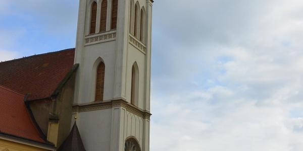 A keszthelyi Magyarok Nagyasszonya Plébániatemplom Festetics Tasziló által építtetett tornya
