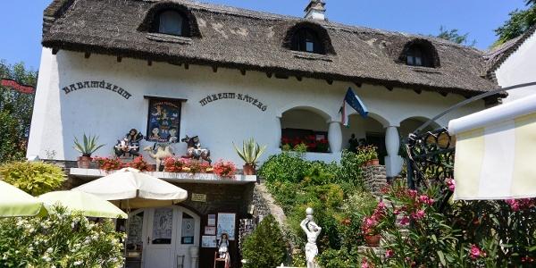 Tihanyi Babamúzeum és kávézó