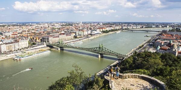 Budapesti panoráma a Gellért-hegy tetejéről