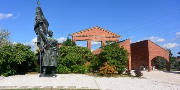 """""""A felszabadító szovjet katona"""", Kisfaludi Strobl Zsigmond szobra, egykor a Gellért-hegyen állt"""