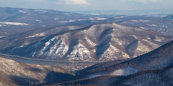 A Szent Mihály-hegy a Duna fölött (Rezső-kilátó)