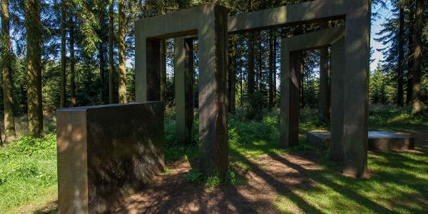 """Skulptur """"Kein leichtes Spiel"""" von Ansgar Nierhoff"""