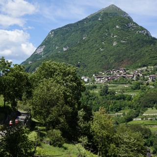 The quiet, narrow road to Pranzo