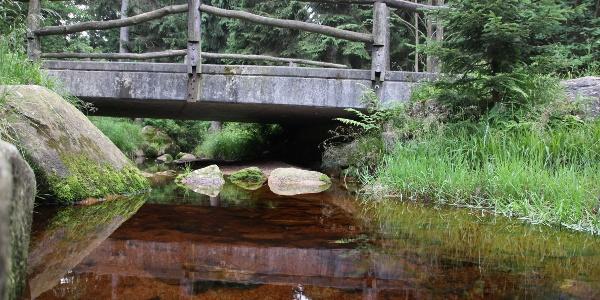 Brücke über Seitenarm der Abbe
