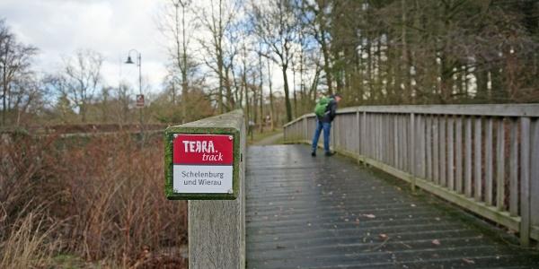 Überquerung des Westermoorbachs am Wanderparkplatz der Schelenburg.