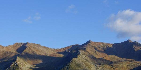 Morgendlicher Rückblick zu Portles- und Pleresspitze