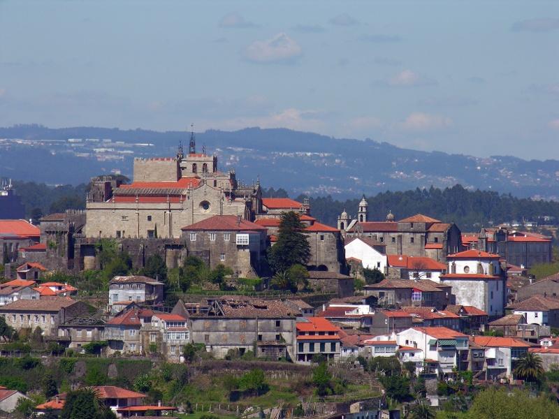 Tui mit der Kathedrale Santa María