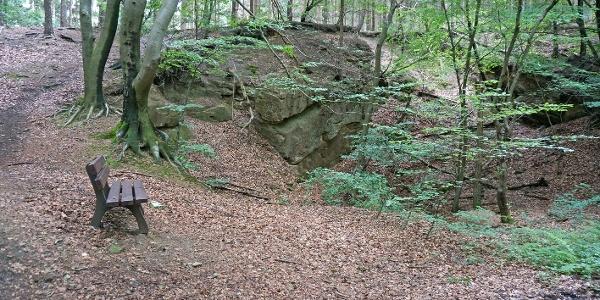 Ein alter vor langer Zeit verlassener Steinbruch.
