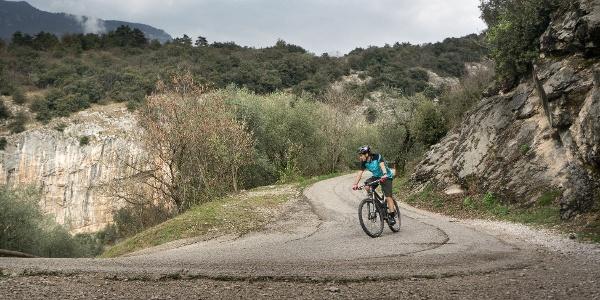 Strecke am Ende der Tour, mit dem Klettergarten Policromuro im Hintergrund
