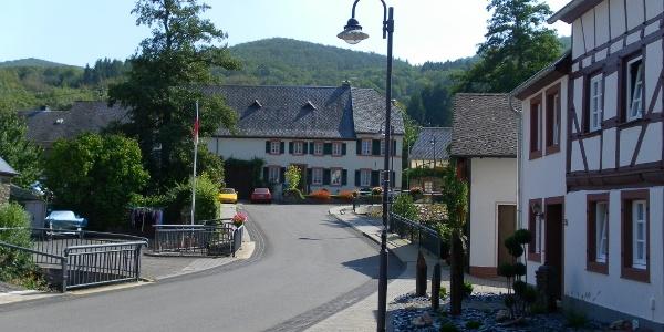 Ortsmitte von Burgen
