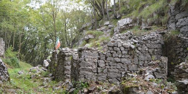 Ruinen von Gebäuden aus dem Ersten Weltkrieg