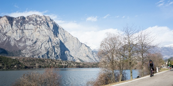 Lake Cavedine, near the route