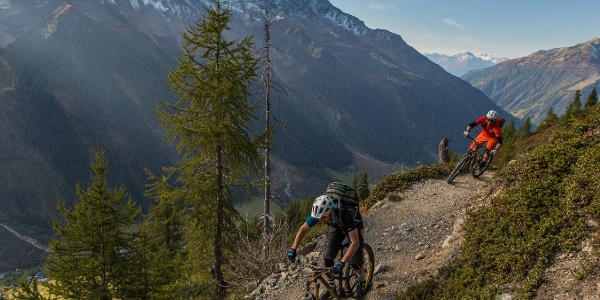 Downhill from Lauchernalp to Wiler by mountain bike