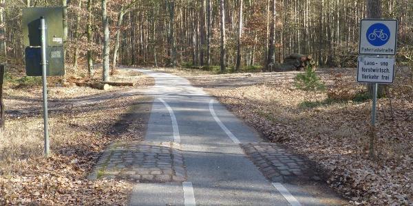 Hier wird der Havelradweg nach rechts verlassen