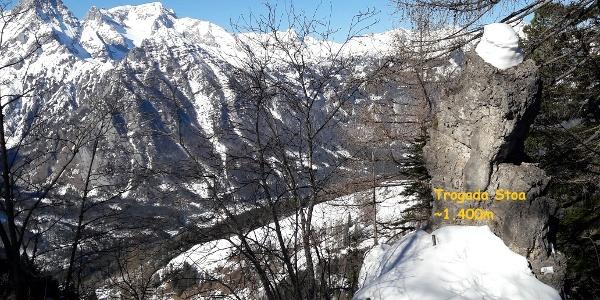 Trogada Stoa ~1400m, Felsformation