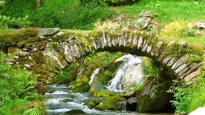 Die Steinbrücke wenig oberhalb von Melle.