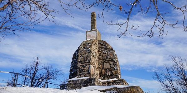 Az emlékmű a Sas-kőn