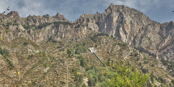 Der Punta Culour auf der Felsenwand bei Acceglio