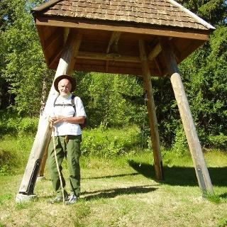 Klockstapeln vid gamla kapellplatsen i Kårböle