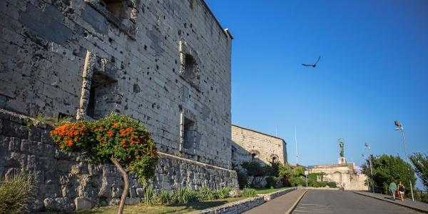 Citadella sétány, háttérben a Szabadság-szobor