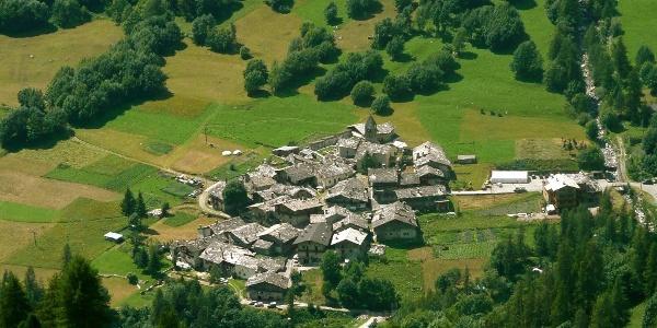 Borgata Chiesa, gesehen von der Militärstraße des Colle Battagliola.