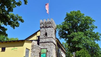 NATURFREUNDE-Haus Höllenstein mit Julienturm