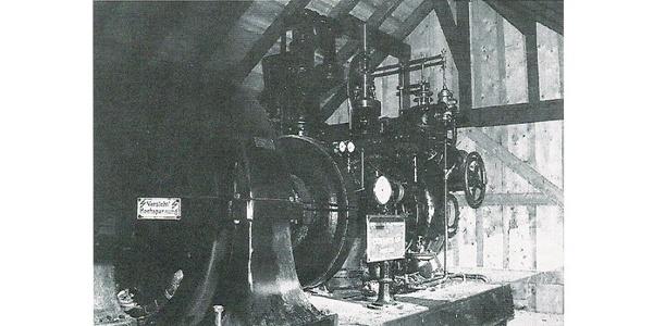 Die ausgebaute Turbinenanlage in der Wetterschutzhütte