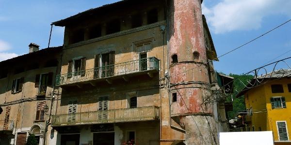 Ein alter Palazzo in Venasca.