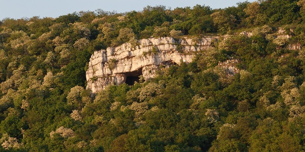 A Szelim-barlang Tatabányáról nézve