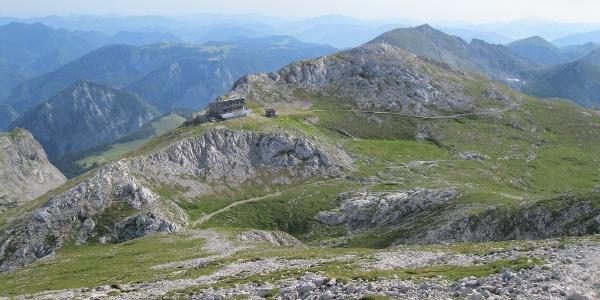 Blick im Abstieg vom Hochschwab zum Schiestlhaus